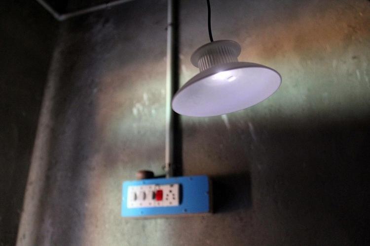 GravityLight: This Lamp Powers Using Gravity